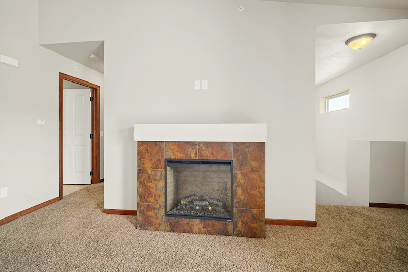 GR53Garden RidgeLR2fireplaceunfurnished